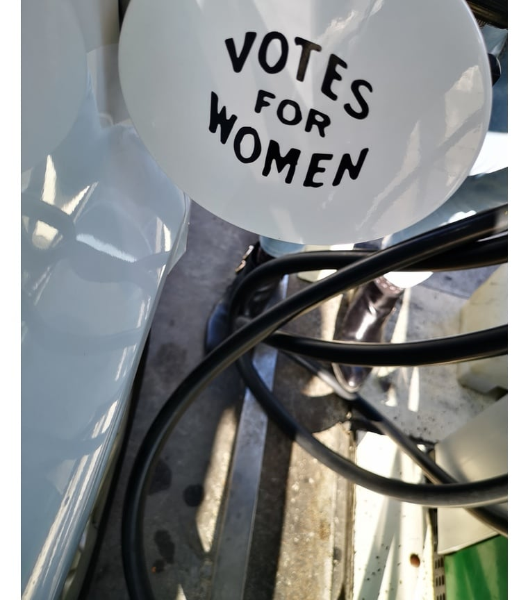 vinilo adhesivo VOTES FOR WOMEN