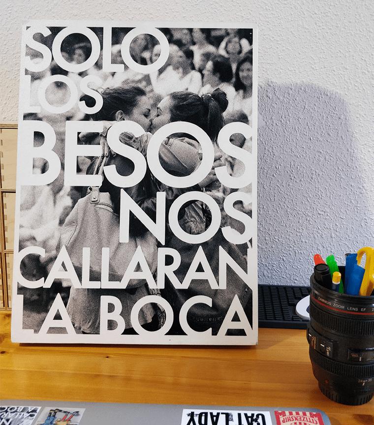 Tablero de Madera Solo Los Besos Nos Callarán La Boca 30x40