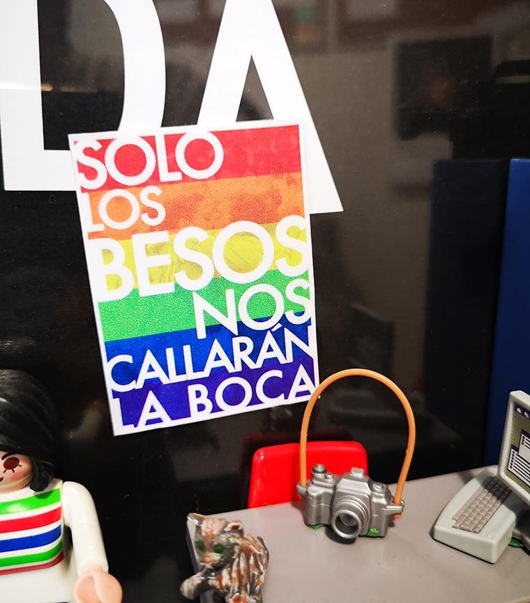 sticker reposicionable PRIDE SOLO LOS BESOS