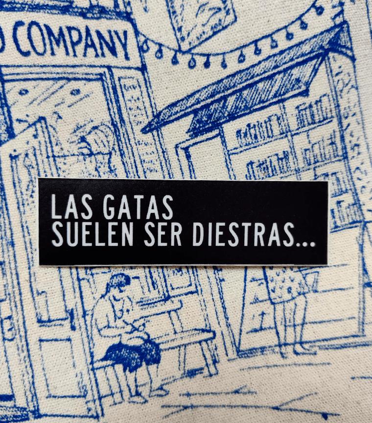 Sticker Las Gatas Suelen Ser Diestras